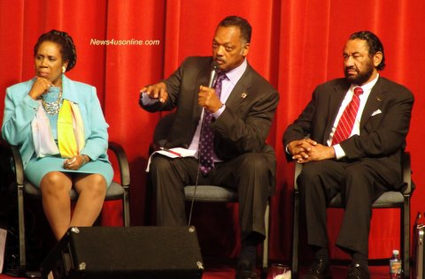 Rev. Jesse Jackson discusses voting and redistricting at a town hall meeting Los Angeles sponsored by the Congressional Black Congress./Photo/Dennis J. Freeman