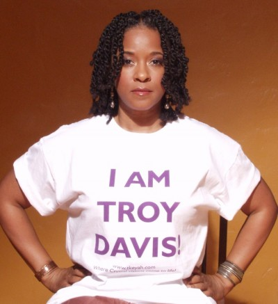 Actress T'Keyah Crystal Keymah shows her support for the recently executed Georgia inmate Troy Davis, who was accused of killing a white police officer.  Davis was put to death by the state of Georgia, despite the fact that seven of the nine witnesses in the murder case, recanted or changed their testimonies./Photo: The Crystal News