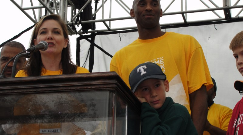 Los Angeles Lakers  star Kobe Bryant is all at the United Way's Sixth Annual