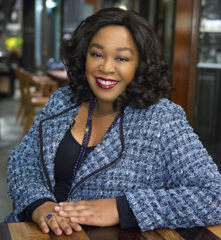 "SCANDAL - Shonda Rhimes (creator/executive producer of ""Grey's Anatomy,"" ""Private Practice"" and ""Scandal"") on the set of ABC's ""Scandal."" (ABC/DANNY FELD)"