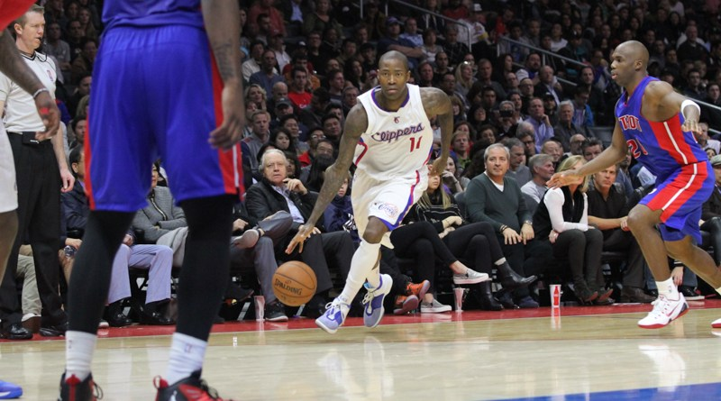 Jamal Crawford gets his swerve on as he heads to the basket. Photo by Jevone Moore/News4usonline.com