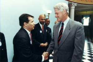 Miguel-Pulido-and-President-Bill-Clinton