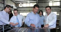 Resident Commissioner Pedro Pierluisi (center) along with Universal Solar General Manager Moiss Almansa (right) inspect a solar panel.