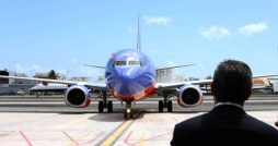 Gov. Garca-Padilla stands on the runway as Southwest&#039;s first flight to Puerto Rico taxis in Sunday morning. (Credit: La Fortaleza/Alex Rafael Romn)