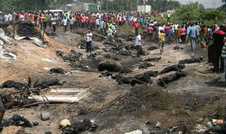 Nigeria fuel tanker explodes at busy bus stop