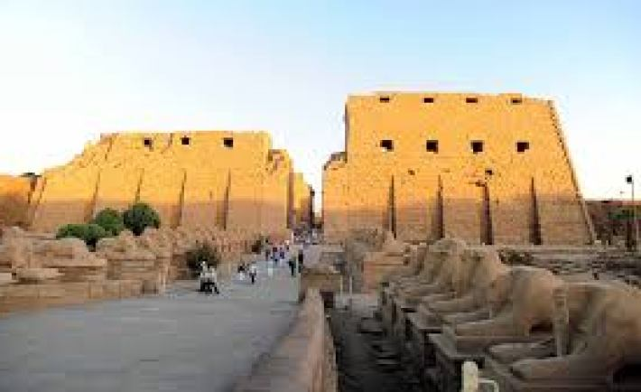 Suicide bomber targets ancient Egyptian temple