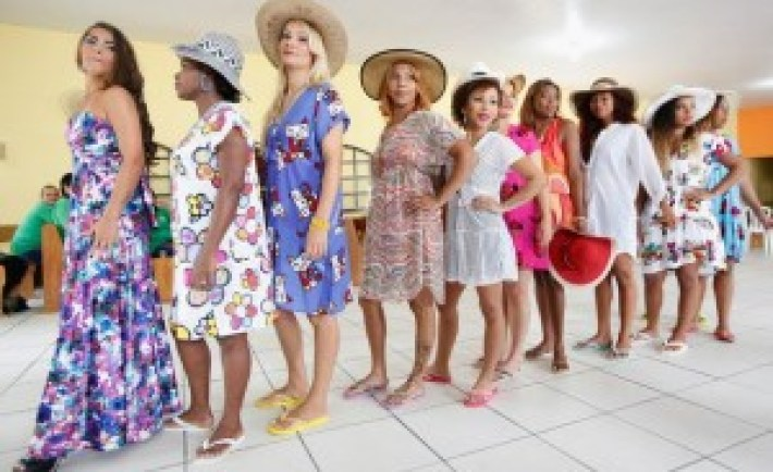 Inmate-contestants-stand-during-the-annual-beauty-pageant-300x200