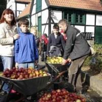 """""""Obst auf Rädern"""": Mobile Apfelpresse"""