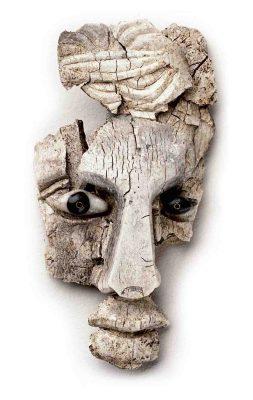 Schnitzereien wie diese wurden den Verstorbenen in den römischen Nekropolen in Haltern mit in den Tod gegeben. Foto: LWL/Stefan Brentführer