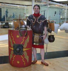 In voller Rüstung geht es am Sonntag durch das LWL-Römermuseum - hautnah auf den Spuren der Legionäre. Foto: LWL