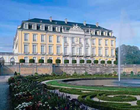 Schloss Brühl ist ein Thema im Rahmen der neuen Vortragsreihe des LVR-Amtes für Denkmalpflege. Foto: Jürgen Gregori