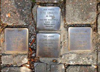 Stolpersteine in Dreieich. Foto: hr/Christopher Bernhard