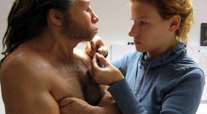 Die Figurenkünstlerin Lisa Büscher setze pro Figur eine halbe Million Haare von Hand auf die Haut der Figuren. Foto: Lisa Büscher, Berlin