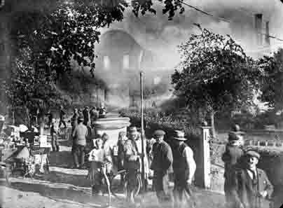 Der Klosterbrand in Marienfeld im Jahr 1900. Foto: LWL