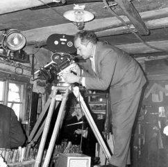 """Filmarbeiten zum Thema """"Herstellung eines Spinnrades"""". Rosenhagen 1963. Foto: LWL/Schmitz"""