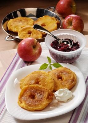 Apfelküchle im Bierteig Foto: Wirths PR