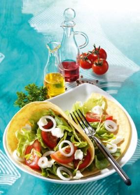 Buttermilch-Wraps mit knackigem Salat Foto: Wirths PR