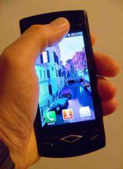 OLEDs kommen heute schon in Displays von Smartphones zum Einsatz. Foto: Frank Luerweg