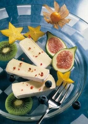 Schnelle Rezepte: Fruchtteller mit Camembert Foto: Wirths PR