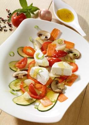 Käse Rezepte: Gemüse-Carpaccio mit Ziegenfrischkäse Foto: Wirths PR