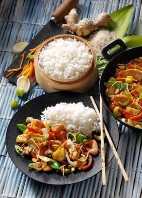 Wok-Gemüse mit Huhn und Basmatireis Foto: Wirths PR