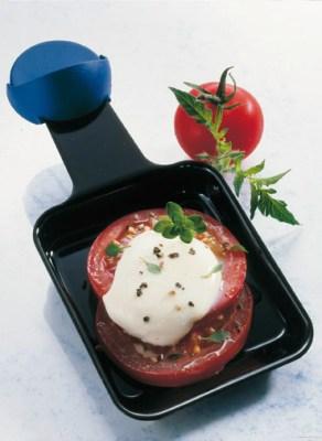 Raclette mit Tomaten und Thymian Foto: Wirths PR