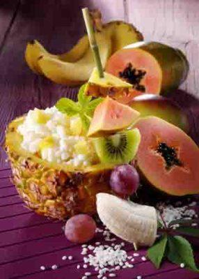 Ananas-Kokos-Milchreis mit Exotenspieß (laktosefrei) Foto: Wirths PR