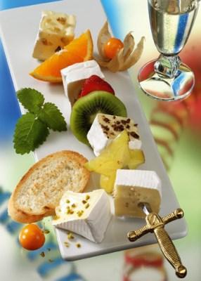 Käse-Rezepte: Fruchtige Käse-Spieße Foto: www.1000rezepte.de