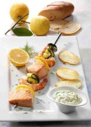 Krabben-Lachs-Spieße mit Dilldip (laktosefrei) Foto: Wirths PR