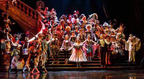 Szene 'Maskenball' aus dem Musical 'Das Phantom der Oper'  im Theater Neue Flora in Hamburg. Photo: Stage Entertainment/Morris Mac Matzen