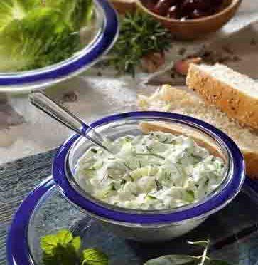Griechische Rezepte: Tsatsiki mit Oliven