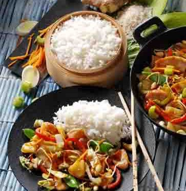 Schnelle Rezepte: Wok-Gemüse mit Basmatireis und Huhn Foto: Wirths PR