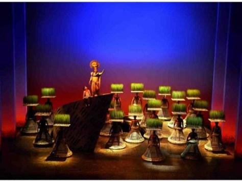 Simba und Mufasa auf dem Königsfelsen; © Foto: Stage Entertainment