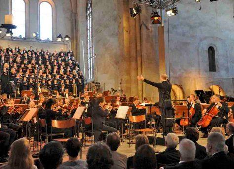 Das hr-Sinfonieorchester eröffnet das Rheingau Musik Festival im Kloster Eberbach Foto: hr/Ansgar Klostermann