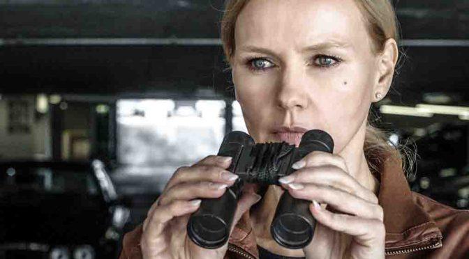 Minette (Veronica Ferres) beobachtet ihrem Mann Paul beim heimlichen Treffen mit seiner Geliebten Foto: ZDF/Hendrik Heiden