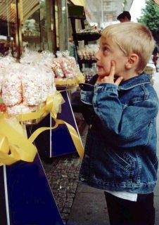Süßigkeiten: Auch wenn Bonbons und andere Leckereien ganz nach Kindergeschmack sind - eine gesunde und ausgewogene Ernährung ist wichtiger. © Foto: AOK