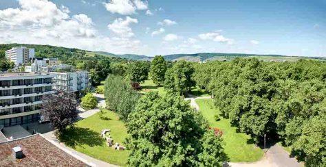Das Dorint Parkhotel Bad Neuenahr liegt inmitten des Dahliengartens und in direkter Nähe zur Ahr-Promenade. Foto: Pocha/Burwitz - Dorint Hotels & Resorts