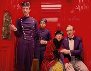 Paul Schlase, Toni Revolori, Tilda Swinton und Ralph Fiennes in Grand Budapest Hotel von Wes Anderson © 2013 Twentieth Century Fox/ Berlinale