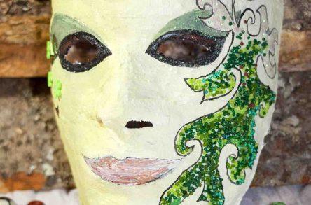 Individuell gestaltete venezianische Masken als Hingucker im Karneval. Foto: J. Brandt