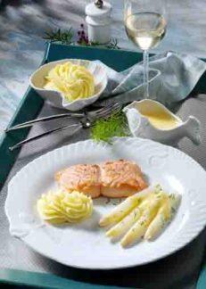 Spargel mit Lachsfilet, Kartoffelpüree und Zitronengras-Sauce