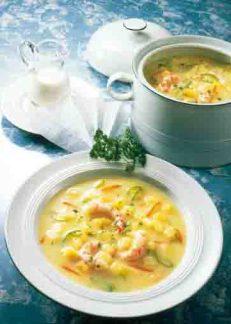 Kartoffelgerichte: Sahnige Kartoffelsuppe mit Krabben Foto: Wirths PR