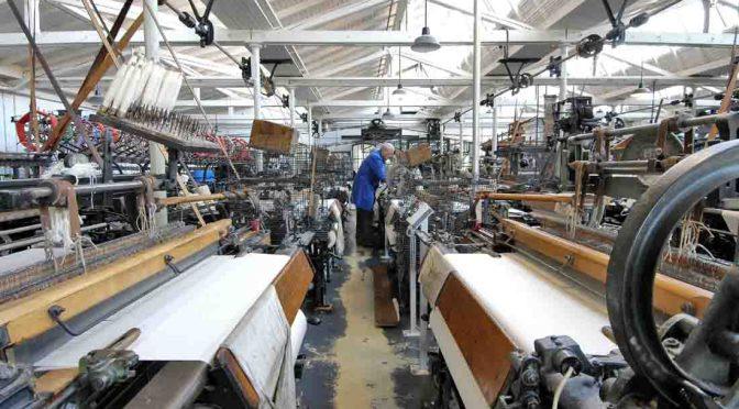 Historische Maschinen im Websaal des TextilWerk in Bocholt. Foto: LWL/Holtappels