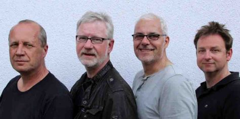 Mit dem Flaschenteufel nach Hawaii: Guido Meyer und Trio FrOH laden zur Südseereise. Foto: Trio FrOH