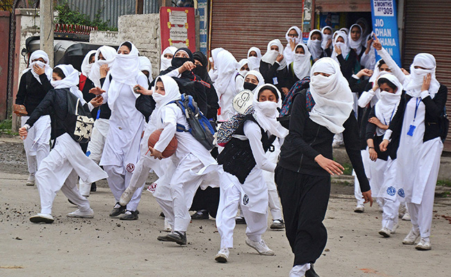 kashmir-students-protests_650x400_61493469262