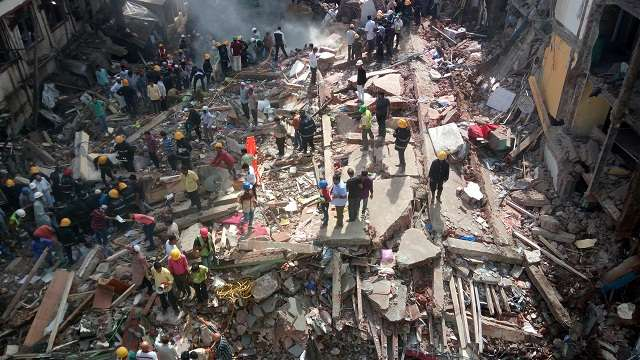 605574-bhendi-bazar-build-collapse-1-pic-by-salman-dna