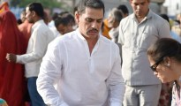 New Delhi: Robert Vadra serves food to underprivileged people outside the AIIMS in New Delhi on Tuesday. PTI Photo by Vijay Verma    (PTI4_11_2017_000170B)