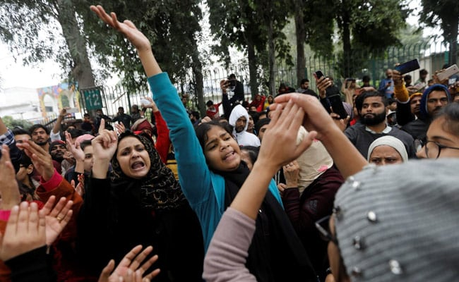 pn2mdg5o_jamia-protests-reuters-650_625x300_17_December_19 (1)
