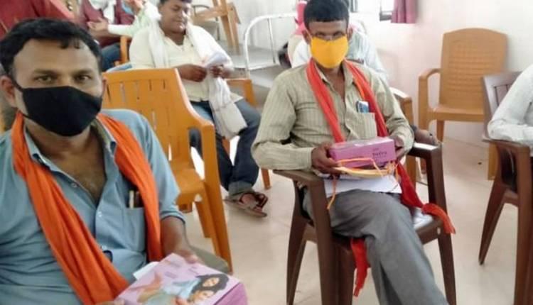 bihar-migrants-being-distributed-condoms