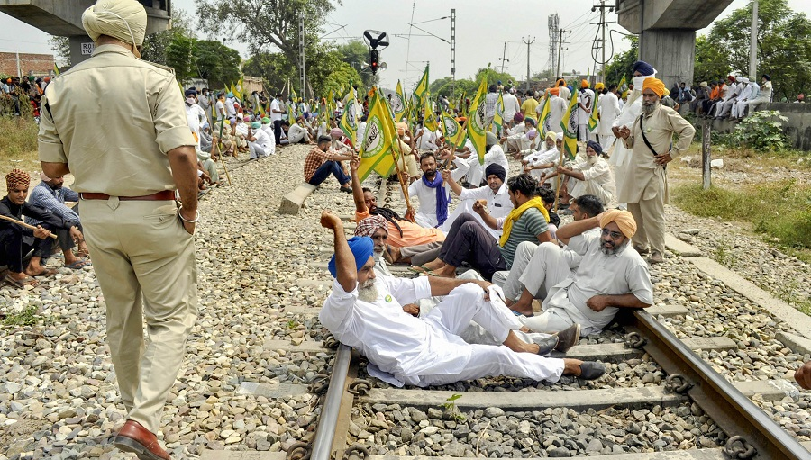 Patiala: Members of various farmer organizations block a railway track during a protest against the central government over agriculture related ordinances, at Nabha in Patiala, Thursday, Sept. 24, 2020. (PTI Photo)(PTI24-09-2020_000053B)