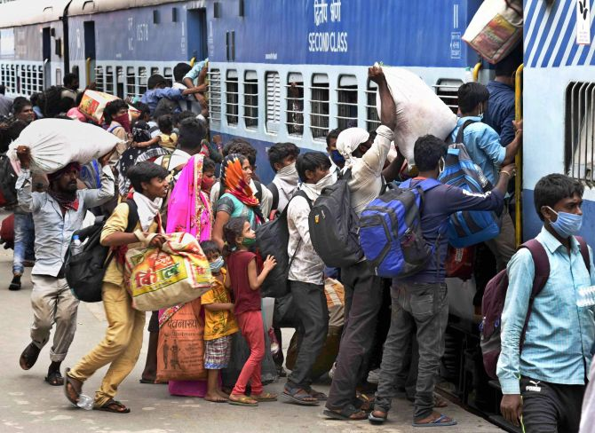 Patna: Migrants board 'Shramik Special' train at Danapur railway station to reach their native places, during the ongoing COVID-19 lockdown, in Patna, Wednesday, May 20, 2020. (PTI Photo)(PTI20-05-2020_000075B)